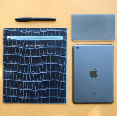 Striiiipes---The-iPad-Mini-Croco-Sleeve---Feature