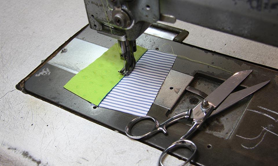 Striiiipes-workshop in Paris-sewing machine