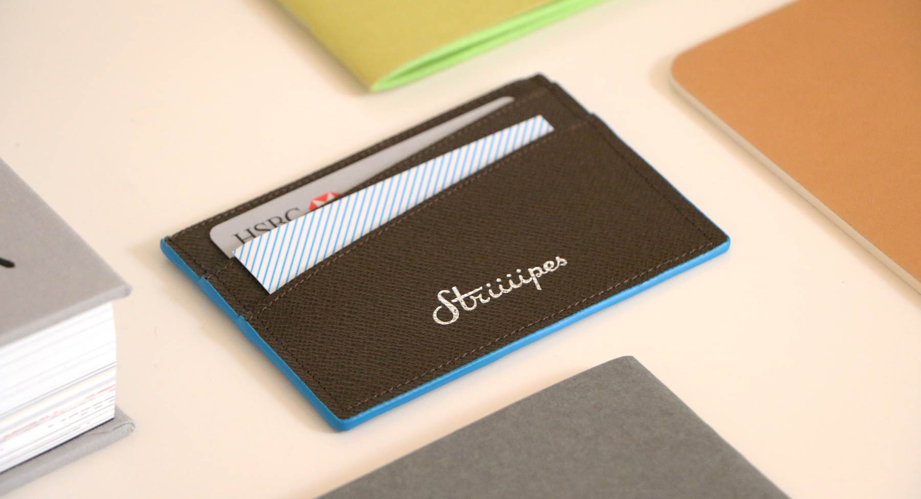 Brown Textured Leather Cardholder - Striiiipes